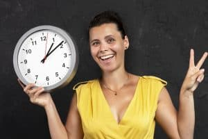 Woman tracks her time with a traditional clock rather than Toggl